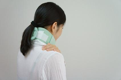 衝撃による関節のズレが痛みの原因
