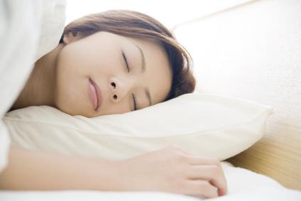 寝つきの悪さも原因のひとつになります