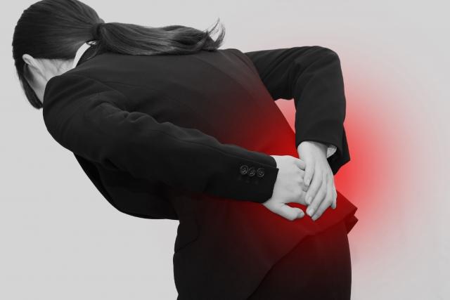 運動不足により筋肉が弱ると腰痛の原因になります